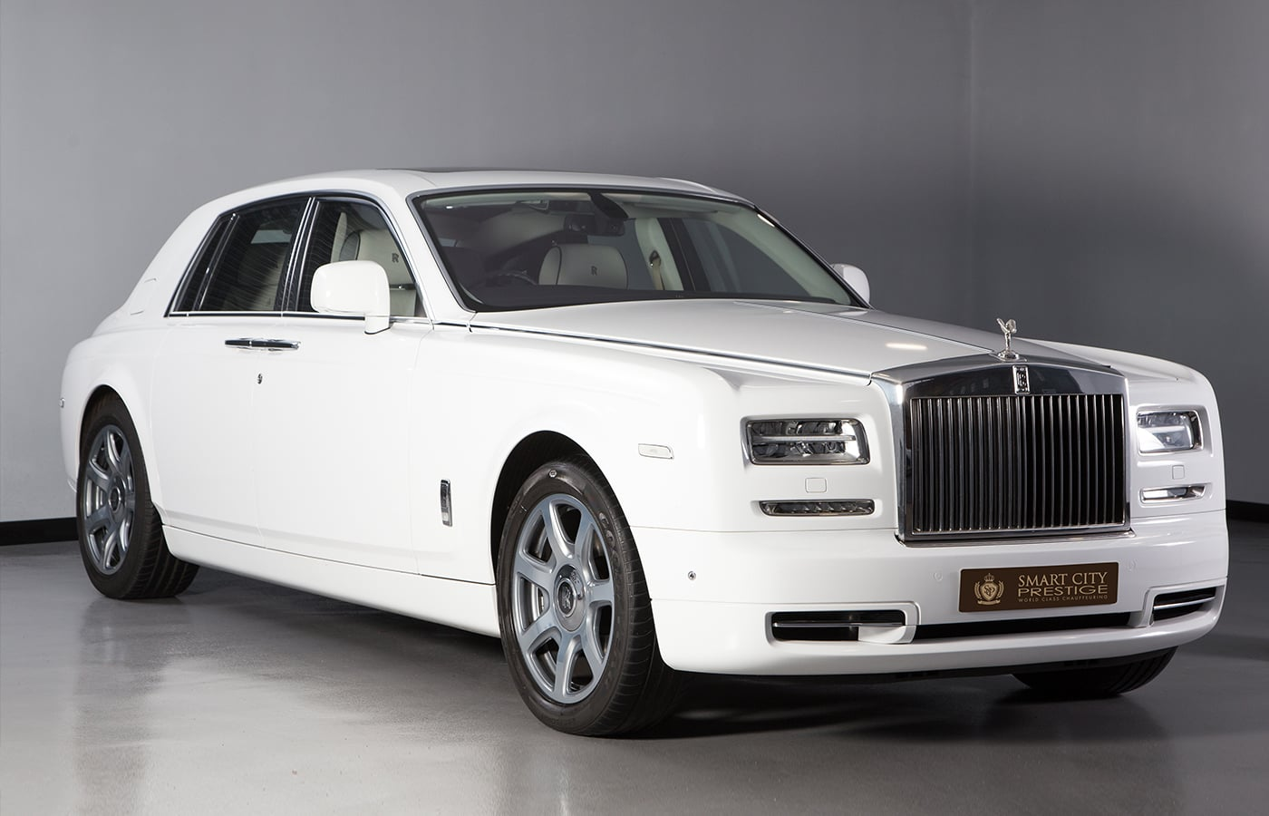 Rolls Royce Phantom White Front