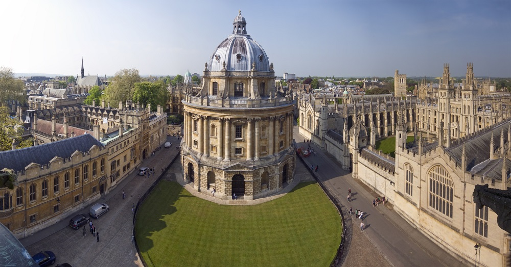 Handheld panoramic shot of the Radcliffe Camera and surrounding University buildings in Oxford.